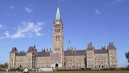 8 Day Montreal, Mont Tremblant Village, Quebec, Ottawa, Thousand Island, Toronto & Niagara Falls Tour from NY (With Airport Transfers)